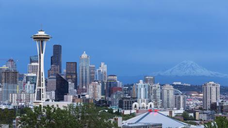 Space Needle und Mount Rainier in Seattle, Washington