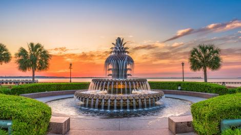 Der berühmte Brunnen Pineapple Fountain in Charleston, South Carolina