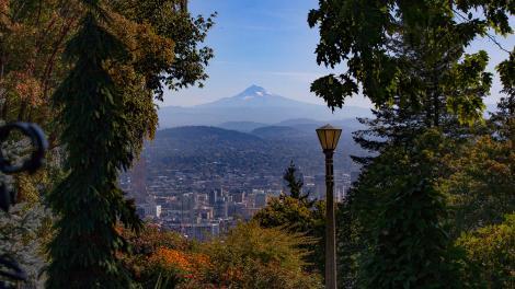 Blick auf den Mount Hood und Portland, Oregon