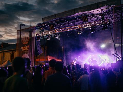 Achttägiges Festival, bei dem Innovationen in den Bereichen Literatur, Handwerkskunst, Technologie und Gastronomie im Mittelpunkt stehen