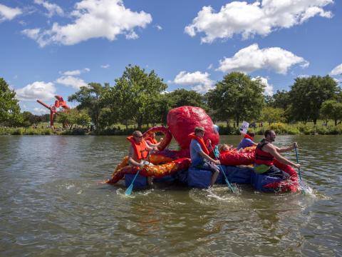 Oktopusboot bei dem Rock River Anything That Floats Race