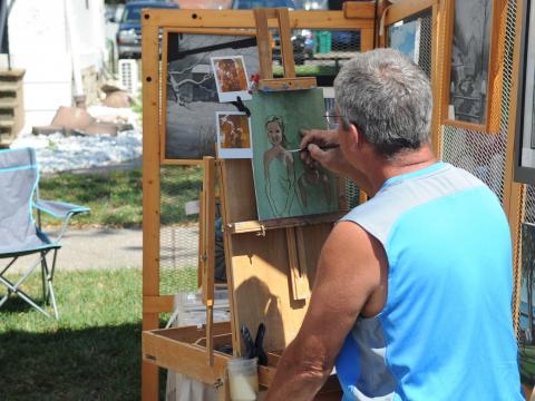 Ein Maler auf dem Allentown Art Festival