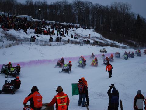 PS-starke Teilnehmer am jährlichen Schneemobilrennen I-500