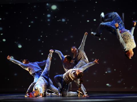 Akrobaten beim Hip Hop Nutcracker