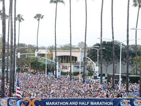 Startbereite Läufer beim Orange County Marathon