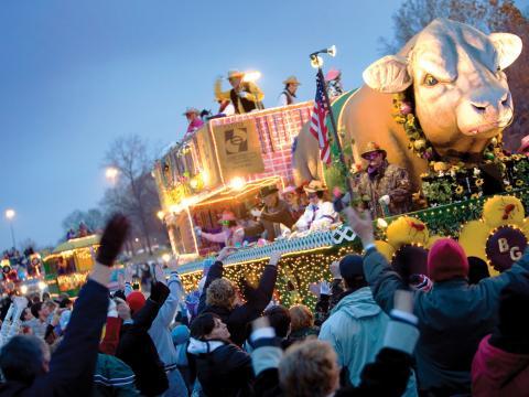 Origineller Festwagen bei der Centaur Mardi Gras Parade