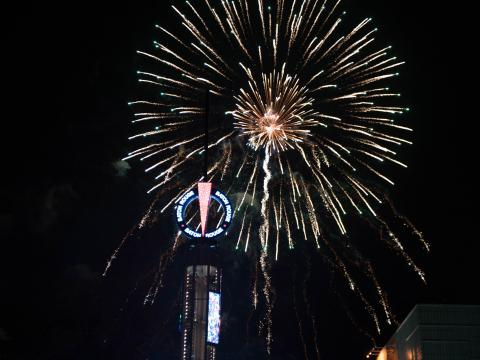 Feuerwerk auf dem Red Stick Revelry in der Silvesternacht