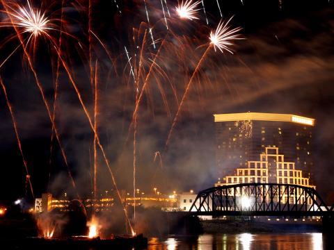 Feuerwerk über der Skyline