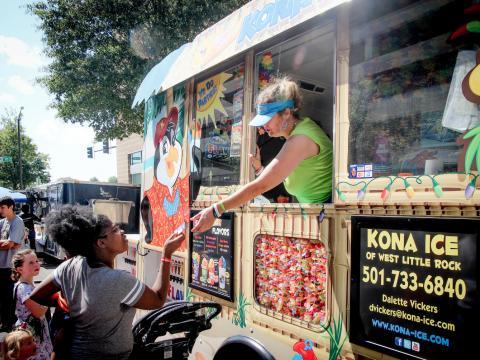 Kulinarische Spezialitäten beim Main Street Food Truck Festival