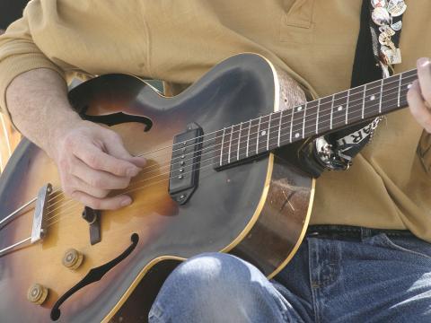 Gitarrist auf dem Cheyenne Arts Festival