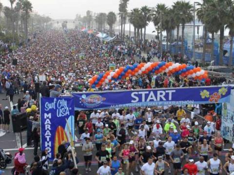 Jede Menge Teilnehmer beim Surf City USA Marathon