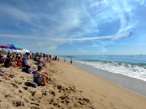 Spektakuläre Aussicht bei der Huntington Beach Airshow