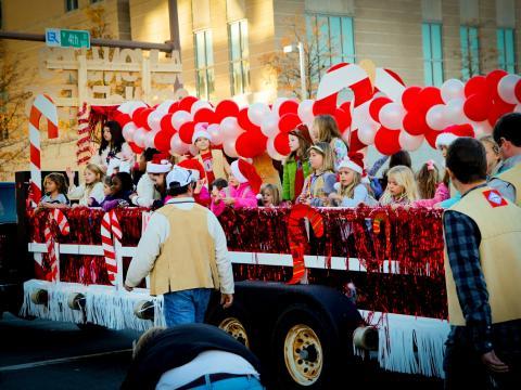 Festwagen bei der Big Jingle Jubilee Holiday Parade