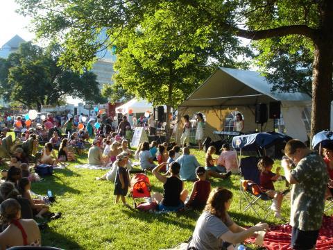 Musik und Picknicks auf dem Sommerfest