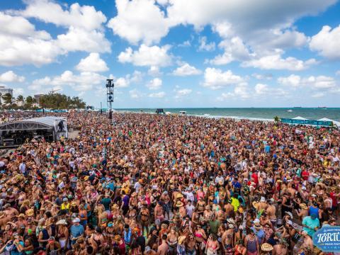 Das rappelvolle Tortuga Music Festival