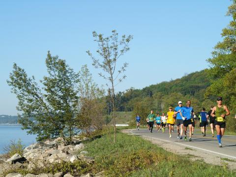 Die malerische Strecke des Bayshore Marathon