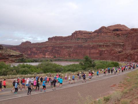 Läufer beim Thelma-&-Louise-Halbmarathon