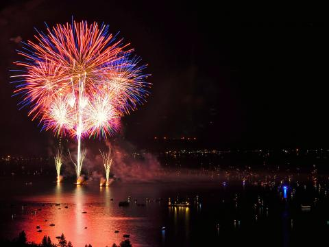 Feuerwerksspektakel bei Lights on the Lake