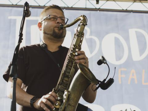 Traditionelle Musik beim Big Boy's Main Street Cook-Off & Thibodeauxville Fall Festival