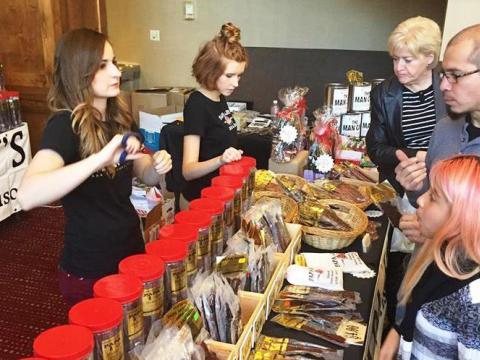 Stand mit regionalen Produkten beim Novemberfest