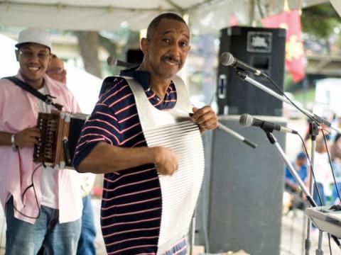 Auf dem Cane River Zydeco Festival ist das Waschbrett ein gern gesehenes und gehörtes Instrument