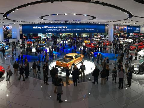 Besucher auf der North American International Auto Show in Detroit