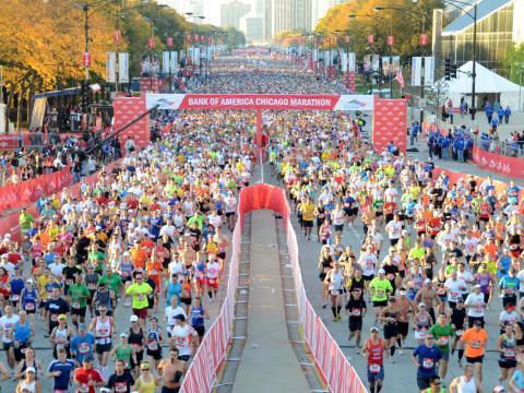 Einige der 45.000Läufer der beim Chicago Marathon