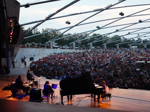 Konzert im Rahmen des Chicago Jazz Festivals am Jay Pritzker Pavilion im Millennium Park