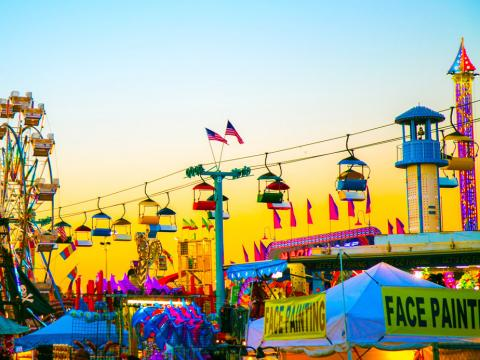 Fahrgeschäfte und Buden auf der Florida State Fair in Tampa