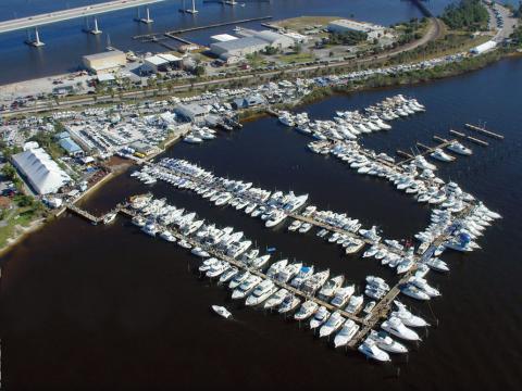 Die Stuart Boat Show in Florida aus der Vogelperspektive