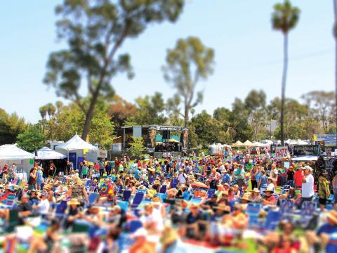 Besucherandrang beim Doheny Blues Festival in Dana Point, Kalifornien