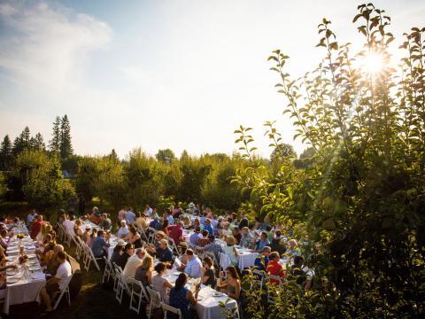 Ein von der Smith Berry Barn veranstaltetes Farm-to-Table-Dinner in Hillsboro, Oregon