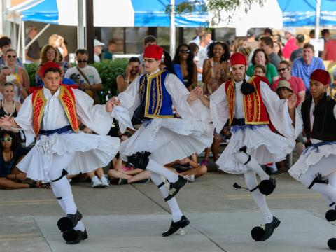 Traditionelle Tänze auf dem Columbus Greek Festival