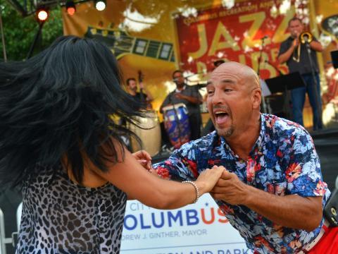 Tanzen zu Livemusik auf dem Jazz & Rib Fest in Columbus, Ohio