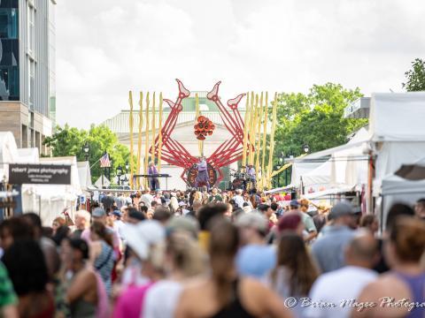 Zuschauer bei einem Konzert auf dem Artsplosure Festival in Raleigh, North Carolina