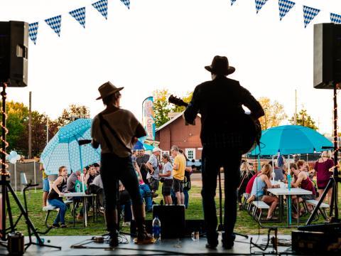 Livemusik beim Frisco Festival in Rogers, Arkansas