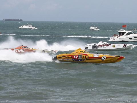 Ein Bootsrennen auf dem Atlantik im Rahmen von Thunder on Cocoa Beach